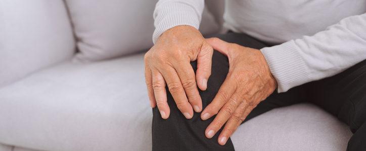 senior man knee pain
